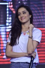 Shraddha Kapoor at Haider promotions at Umang College festival  in Parle, Mumbai on 15th Aug 2014 (28)_53ef4c053ba0c.JPG