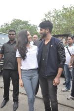Shraddha Kapoor, Shahid Kapoor at Haider promotions at Umang College festival  in Parle, Mumbai on 15th Aug 2014 (100)_53ef4c51c85ce.JPG