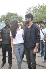 Shraddha Kapoor, Shahid Kapoor at Haider promotions at Umang College festival  in Parle, Mumbai on 15th Aug 2014 (102)_53ef4c5336f5b.JPG
