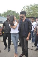 Shraddha Kapoor, Shahid Kapoor at Haider promotions at Umang College festival  in Parle, Mumbai on 15th Aug 2014 (106)_53ef4c5624fe0.JPG