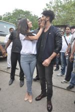 Shraddha Kapoor, Shahid Kapoor at Haider promotions at Umang College festival  in Parle, Mumbai on 15th Aug 2014 (112)_53ef4c5a7e8da.JPG