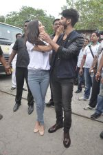 Shraddha Kapoor, Shahid Kapoor at Haider promotions at Umang College festival  in Parle, Mumbai on 15th Aug 2014 (114)_53ef4c5bef01f.JPG