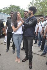 Shraddha Kapoor, Shahid Kapoor at Haider promotions at Umang College festival  in Parle, Mumbai on 15th Aug 2014 (118)_53ef4c5ed3677.JPG