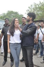 Shraddha Kapoor, Shahid Kapoor at Haider promotions at Umang College festival  in Parle, Mumbai on 15th Aug 2014 (120)_53ef4c604bb10.JPG
