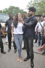 Shraddha Kapoor, Shahid Kapoor at Haider promotions at Umang College festival  in Parle, Mumbai on 15th Aug 2014 (128)_53ef4c6655f9c.JPG