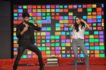 Shraddha Kapoor, Shahid Kapoor at Haider promotions at Umang College festival  in Parle, Mumbai on 15th Aug 2014 (222)_53ef4b1b01bff.JPG