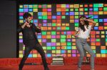 Shraddha Kapoor, Shahid Kapoor at Haider promotions at Umang College festival  in Parle, Mumbai on 15th Aug 2014 (224)_53ef4b1c64d6e.JPG