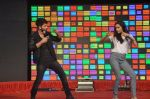 Shraddha Kapoor, Shahid Kapoor at Haider promotions at Umang College festival  in Parle, Mumbai on 15th Aug 2014 (225)_53ef4c742d20c.JPG