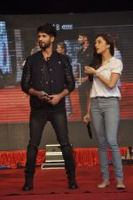 Shraddha Kapoor, Shahid Kapoor at Haider promotions at Umang College festival  in Parle, Mumbai on 15th Aug 2014 (249)_53ef4c85470cc.JPG