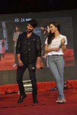 Shraddha Kapoor, Shahid Kapoor at Haider promotions at Umang College festival  in Parle, Mumbai on 15th Aug 2014 (251)_53ef4c8697de7.JPG