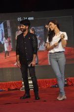 Shraddha Kapoor, Shahid Kapoor at Haider promotions at Umang College festival  in Parle, Mumbai on 15th Aug 2014 (253)_53ef4c880ad9c.JPG