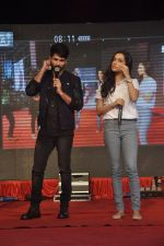 Shraddha Kapoor, Shahid Kapoor at Haider promotions at Umang College festival  in Parle, Mumbai on 15th Aug 2014 (283)_53ef4c925327e.JPG
