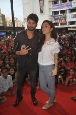 Shraddha Kapoor, Shahid Kapoor at Haider promotions at Umang College festival  in Parle, Mumbai on 15th Aug 2014 (333)_53ef4cb657457.JPG