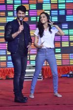 Shraddha Kapoor, Shahid Kapoor at Haider promotions at Umang College festival  in Parle, Mumbai on 15th Aug 2014 (43)_53ef4c3c1190e.JPG