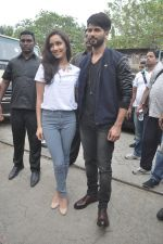 Shraddha Kapoor, Shahid Kapoor at Haider promotions at Umang College festival  in Parle, Mumbai on 15th Aug 2014 (96)_53ef4c4ecf848.JPG