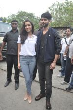 Shraddha Kapoor, Shahid Kapoor at Haider promotions at Umang College festival  in Parle, Mumbai on 15th Aug 2014 (98)_53ef4c5052c92.JPG