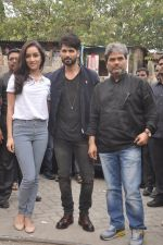 Shraddha Kapoor, Shahid Kapoor, Vishal Bharadwaj at Haider promotions at Umang College festival  in Parle, Mumbai on 15th Aug 2014 (74)_53ef4cd178f9f.JPG