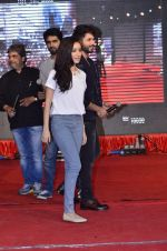 Shraddha Kapoor, Shahid Kapoor, Vishal Bharadwaj at Haider promotions at Umang College festival  in Parle, Mumbai on 15th Aug 2014 (75)_53ef4cd3052e9.JPG