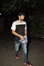 Aditya Roy Kapoor snapped at Ranbir_s house on 16th Aug 2014 (3)_53f09967363c0.JPG