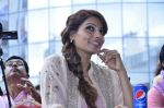 Bipasha Basu promotes Creature at Mithibai college fest in Mumbai on 16th Aug 2014 (508)_53f09ac492ad0.JPG