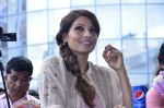 Bipasha Basu promotes Creature at Mithibai college fest in Mumbai on 16th Aug 2014 (511)_53f09aca7a3e3.JPG