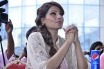 Bipasha Basu promotes Creature at Mithibai college fest in Mumbai on 16th Aug 2014 (522)_53f09adf7d05f.JPG