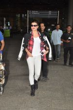 Jacqueline Fernandez snapped at airport in Mumbai on 16th Aug 2014 (10)_53f09a309660f.JPG