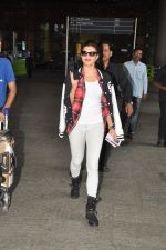 Jacqueline Fernandez snapped at airport in Mumbai on 16th Aug 2014 (11)_53f09a3213951.JPG