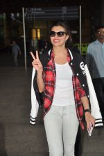Jacqueline Fernandez snapped at airport in Mumbai on 16th Aug 2014 (12)_53f09a3379ca4.JPG