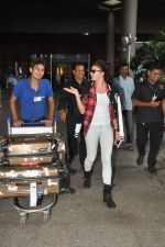 Jacqueline Fernandez snapped at airport in Mumbai on 16th Aug 2014 (16)_53f09a394723e.JPG