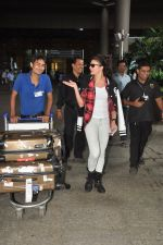 Jacqueline Fernandez snapped at airport in Mumbai on 16th Aug 2014 (17)_53f09a3ad76b2.JPG