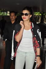 Jacqueline Fernandez snapped at airport in Mumbai on 16th Aug 2014 (27)_53f09a4721b1c.JPG