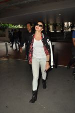 Jacqueline Fernandez snapped at airport in Mumbai on 16th Aug 2014 (29)_53f09a49bac6b.JPG