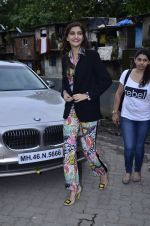 Sonam Kapoor at Mithibai college fest in Mumbai on 16th Aug 2014 (10)_53f09c2302cfa.JPG