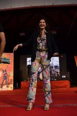 Sonam Kapoor at Mithibai college fest in Mumbai on 16th Aug 2014 (106)_53f09cac15f8d.JPG