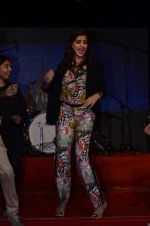 Sonam Kapoor at Mithibai college fest in Mumbai on 16th Aug 2014 (157)_53f09cf11f06d.JPG