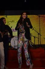 Sonam Kapoor at Mithibai college fest in Mumbai on 16th Aug 2014 (160)_53f09cf55db36.JPG