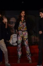 Sonam Kapoor at Mithibai college fest in Mumbai on 16th Aug 2014 (166)_53f09cfdbb4bf.JPG