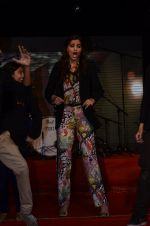 Sonam Kapoor at Mithibai college fest in Mumbai on 16th Aug 2014 (169)_53f09d01ea52d.JPG