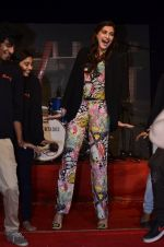 Sonam Kapoor at Mithibai college fest in Mumbai on 16th Aug 2014 (173)_53f09d07b14ce.JPG