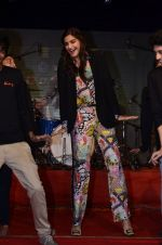 Sonam Kapoor at Mithibai college fest in Mumbai on 16th Aug 2014 (178)_53f09d0e80211.JPG
