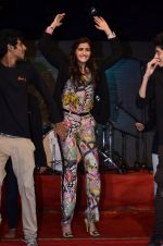 Sonam Kapoor at Mithibai college fest in Mumbai on 16th Aug 2014 (184)_53f09d164c76c.JPG