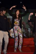 Sonam Kapoor at Mithibai college fest in Mumbai on 16th Aug 2014 (185)_53f09d179f3a2.JPG