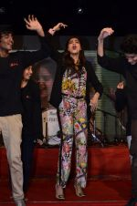 Sonam Kapoor at Mithibai college fest in Mumbai on 16th Aug 2014 (188)_53f09d1bb2d35.JPG