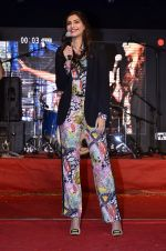 Sonam Kapoor at Mithibai college fest in Mumbai on 16th Aug 2014 (220)_53f09d45d0b76.JPG