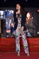 Sonam Kapoor at Mithibai college fest in Mumbai on 16th Aug 2014 (222)_53f09d48c0fd5.JPG