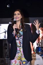 Sonam Kapoor at Mithibai college fest in Mumbai on 16th Aug 2014 (223)_53f09d4a13cbe.JPG