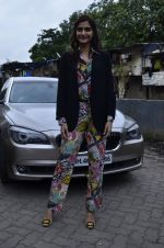Sonam Kapoor at Mithibai college fest in Mumbai on 16th Aug 2014 (23)_53f09c364891c.JPG