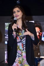 Sonam Kapoor at Mithibai college fest in Mumbai on 16th Aug 2014 (233)_53f09d58215f0.JPG