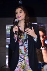 Sonam Kapoor at Mithibai college fest in Mumbai on 16th Aug 2014 (234)_53f09d5acf75f.JPG